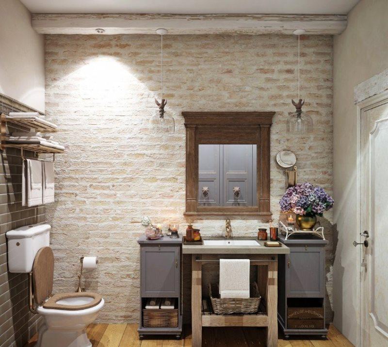 Кирпичная стена в ванной комнате стиля кантри