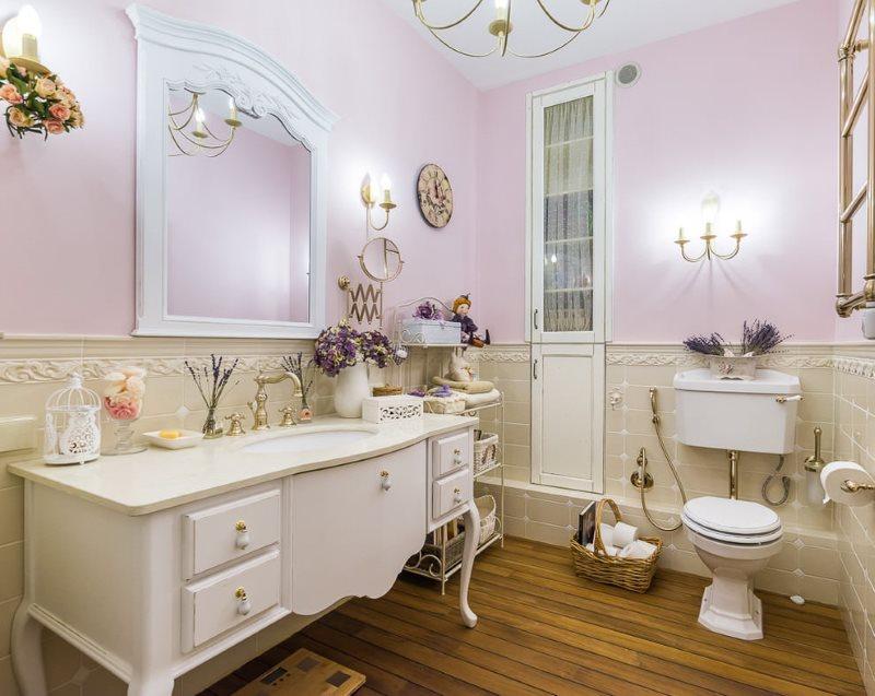 Интерьер просторной ванной в стиле прованса