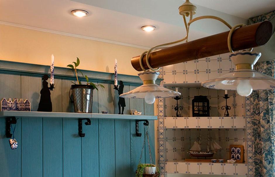 Оригинальный светильник на кухне под старину