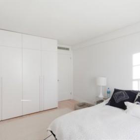 встроенный шкаф купе в спальне большой