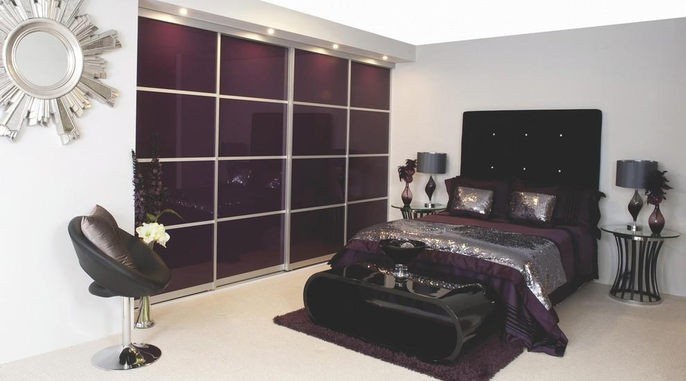 встроенный шкаф купе в спальне коричневый