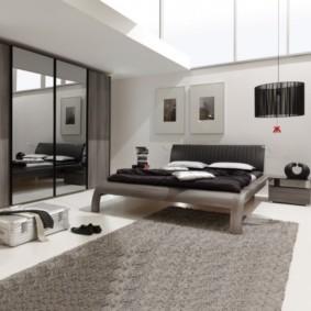 современный встроенный шкаф купе в спальне