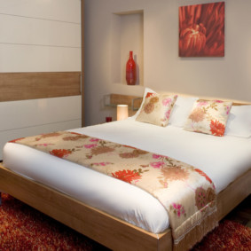 стильный встроенный шкаф купе в спальне