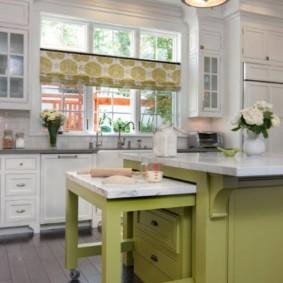 Выкатной столик в кухонном острове