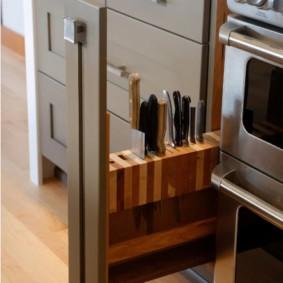 Выдвижная панель для хранения ножей