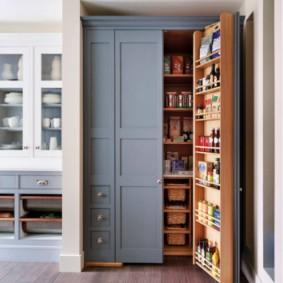 Шкаф с системой хранения кухонной утвари