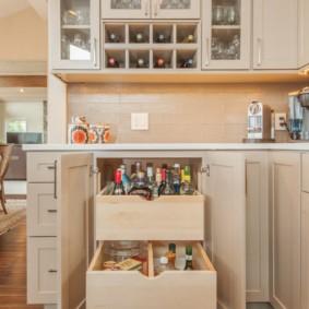 Глубокие выдвижные ящики в кухонной тумбе