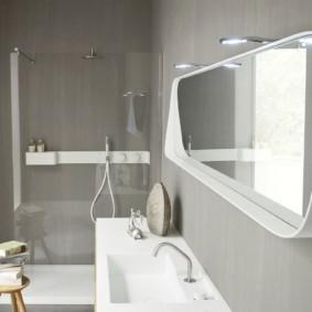 высота зеркала над раковиной в ванной фото декор
