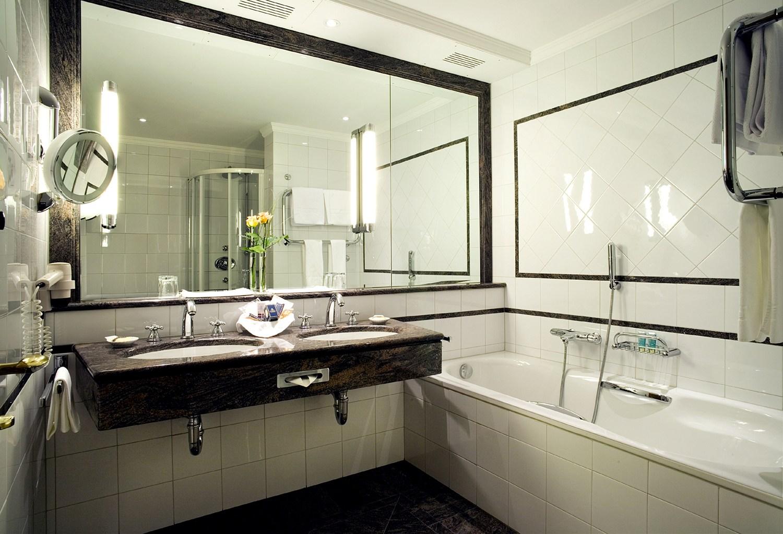 высота зеркала над раковиной в ванной фото дизайна