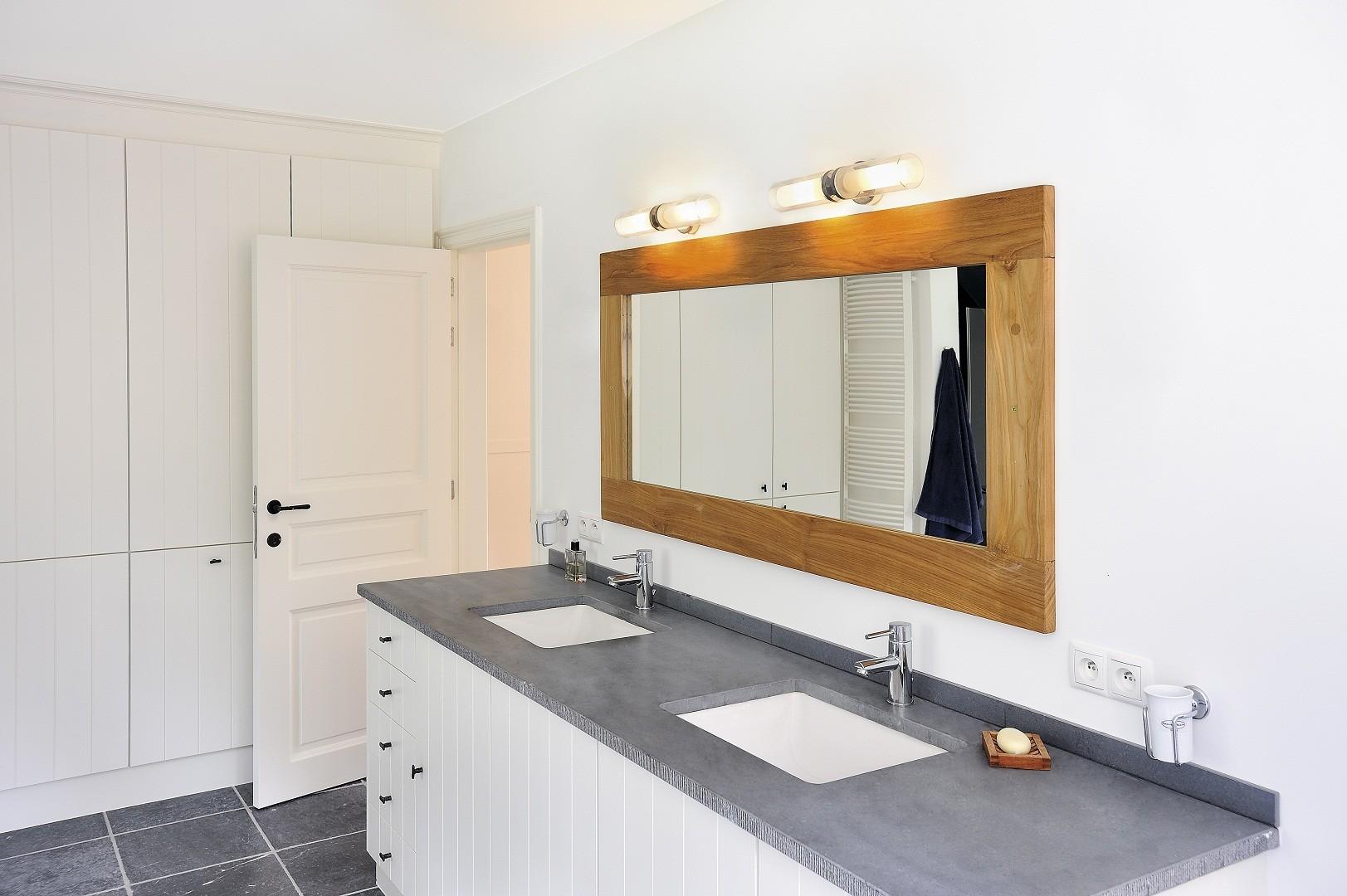 высота зеркала над раковиной в ванной фото идеи
