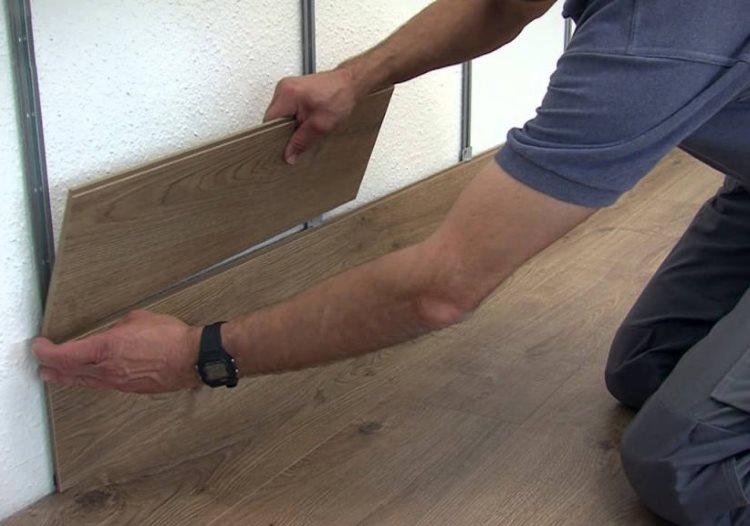 Закрепление панели ламината на обрешетке из профиля