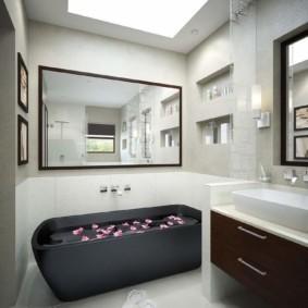 раздельная ванная комната с зеркалами