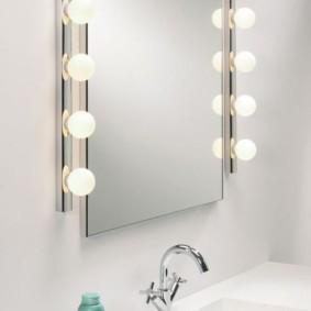 зеркало в ванной с лампочками