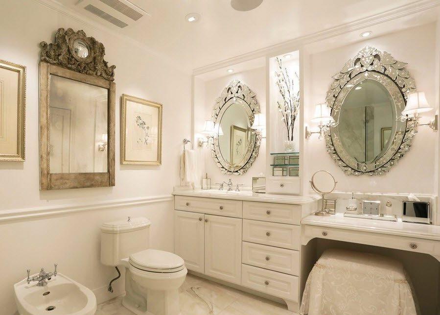 классические зеркала в ванной