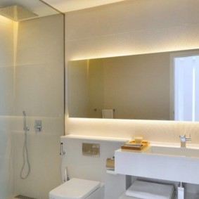 зеркало в ванной подсвеченное