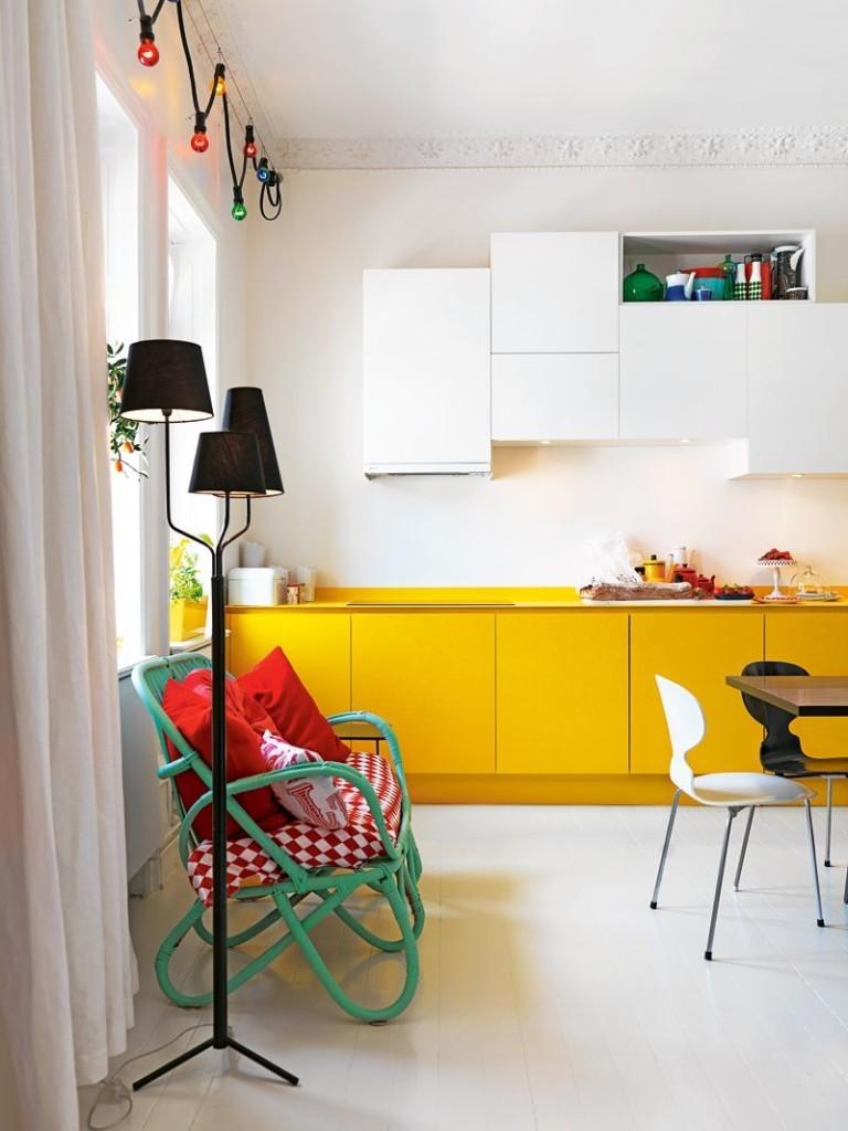 Желто-белый гарнитур в современном стиле