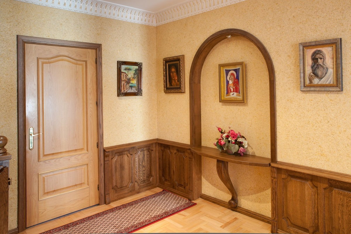 жидкие обои в коридоре декор фото