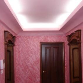 жидкие обои в коридоре розовые