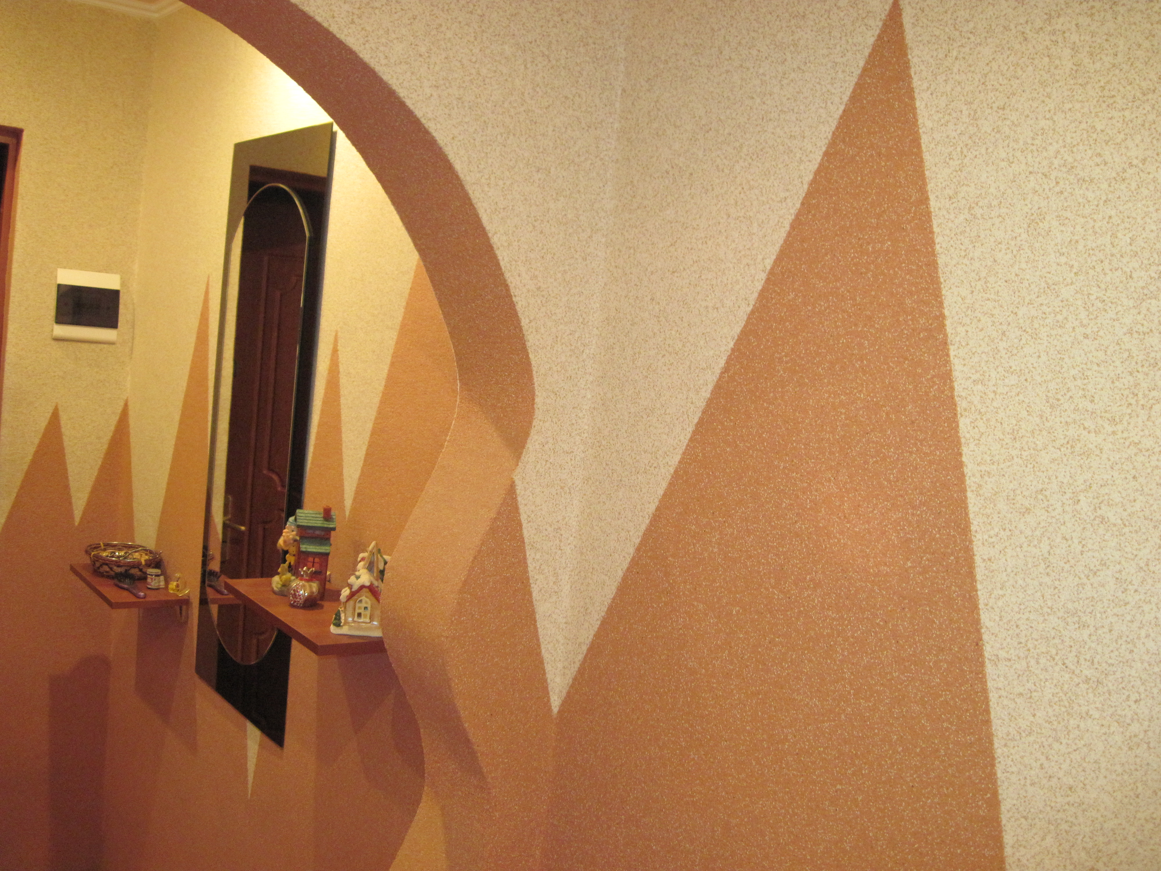 жидкие обои в коридоре с каменной крошкой