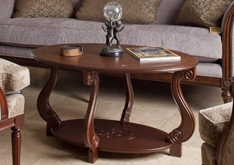 Журнальный столик с фигурными ножками из дерева