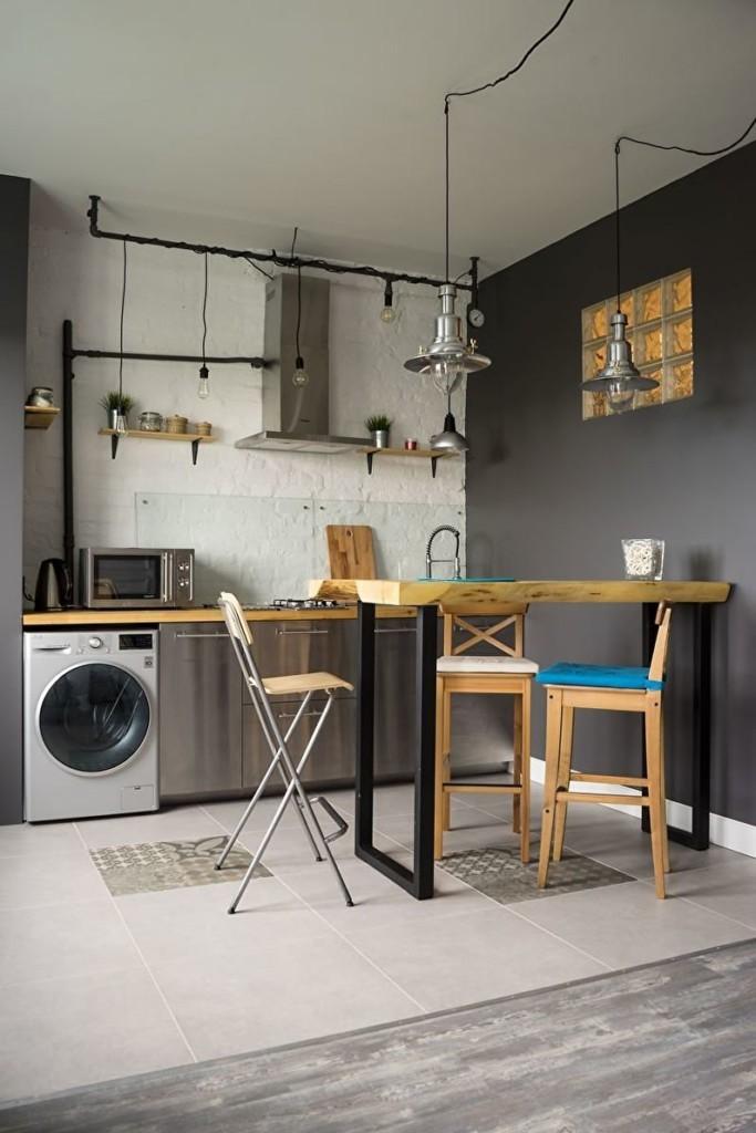 Обеденная зона кухни с керамическим полом