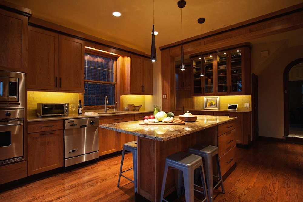 Зонирование освещением пространства кухни
