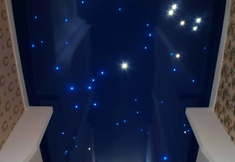 Натяжной потолок с эффектом звездного неба