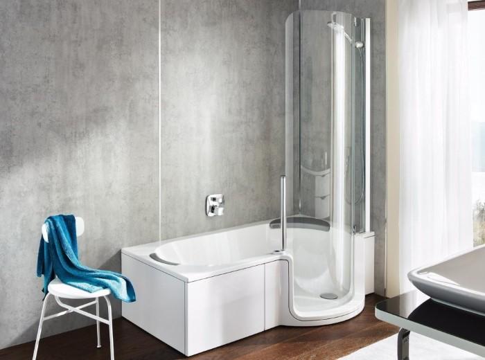 Акриловая ванна с душевой стойкой
