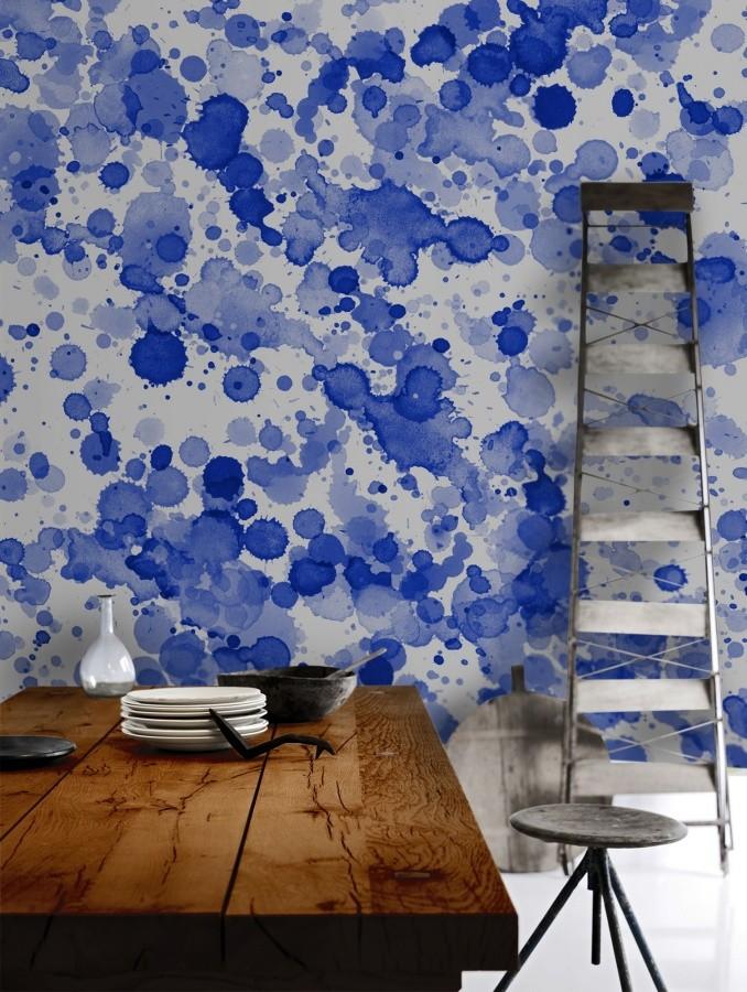 Абстрактный рисунок красками на стене кухни