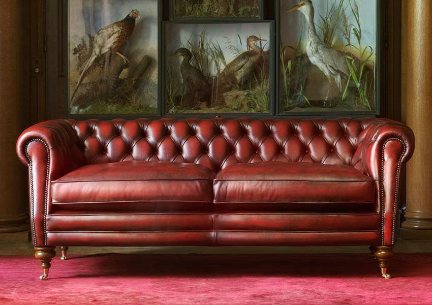 Кожаный диван в английском стиле