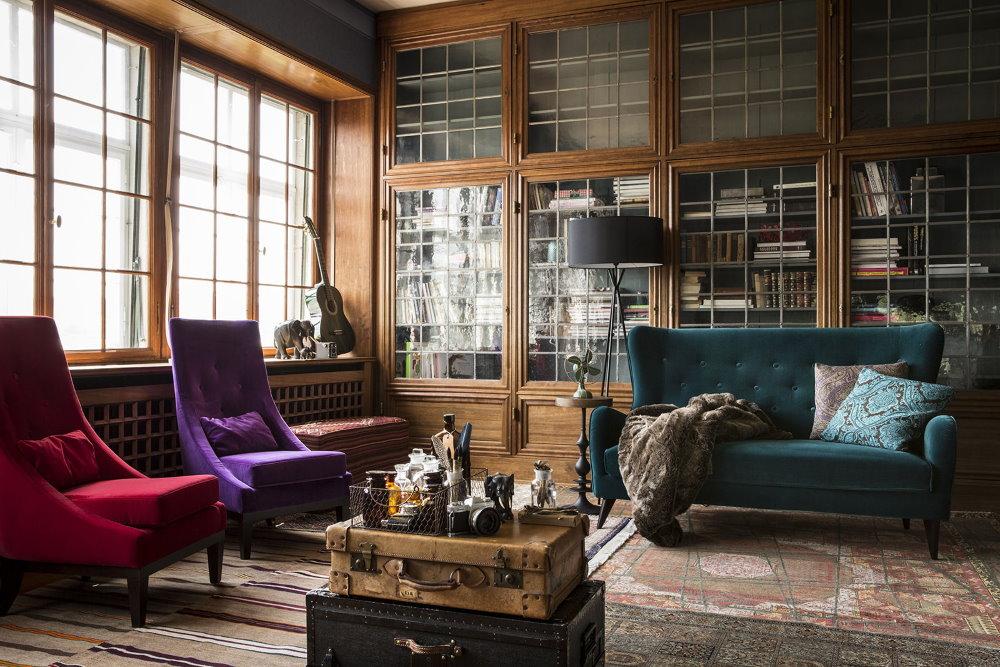 Кресла с высокими спинками в квартире английского стиля