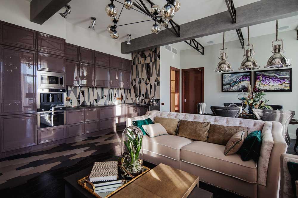 Интерьер кухни-гостиной в стиле арт-деко с элементами лофта