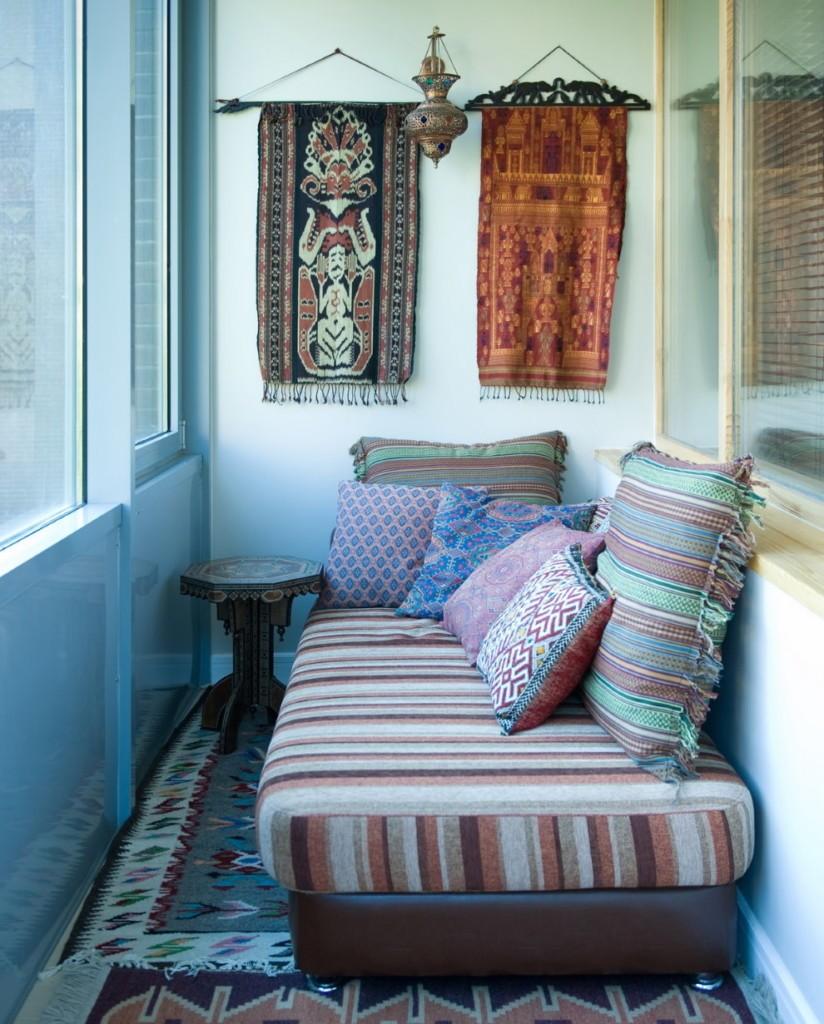 Интерьер жилого балкона в этническом стиле
