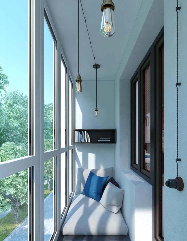 Подвесные светильники на потолке балкона