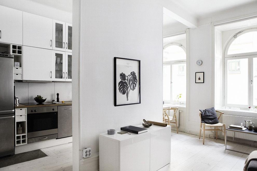 Белая перегородка в однокомнатной квартире