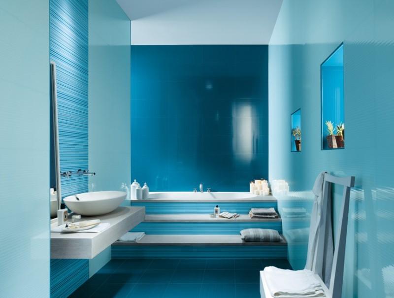 Дизайн бирюзовой ванной в стиле хай-тек