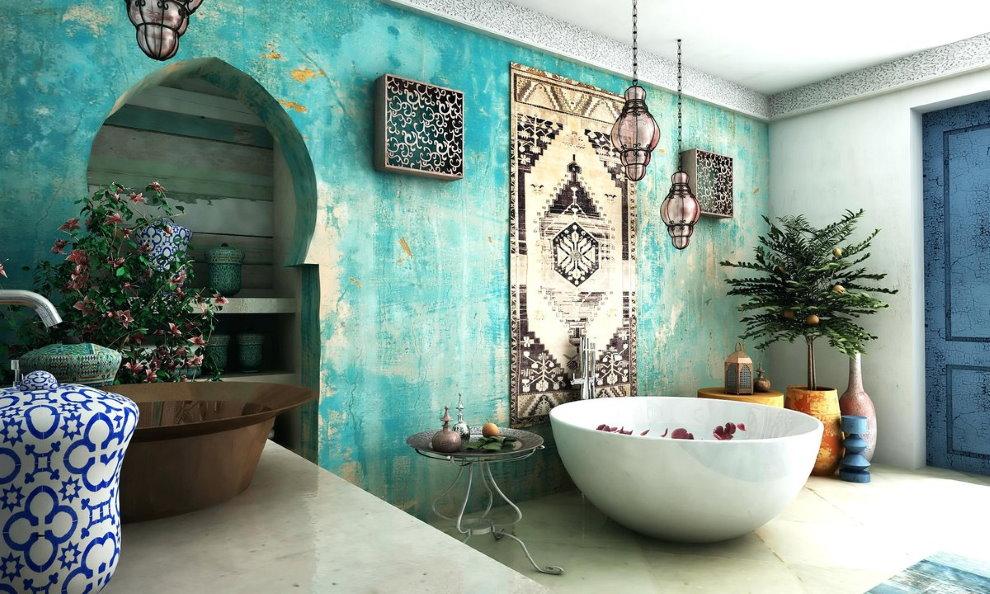 Просторная ванная в восточном стиле с бирюзовой стеной
