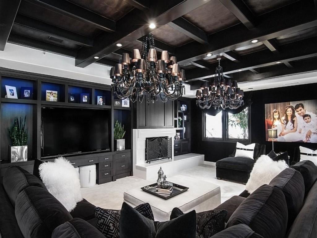 Деревянный потолок черного цвета в гостиной комнате
