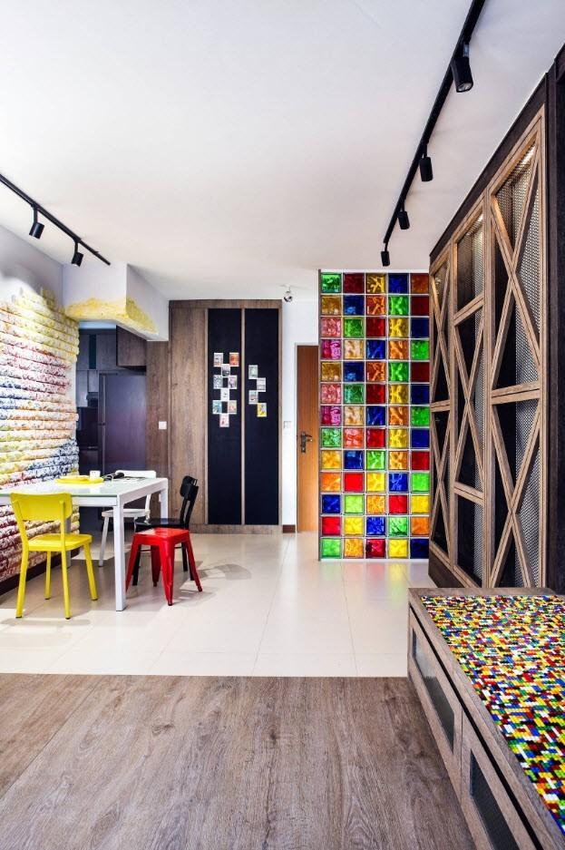 Цветная перегородка из стеклянных блоков