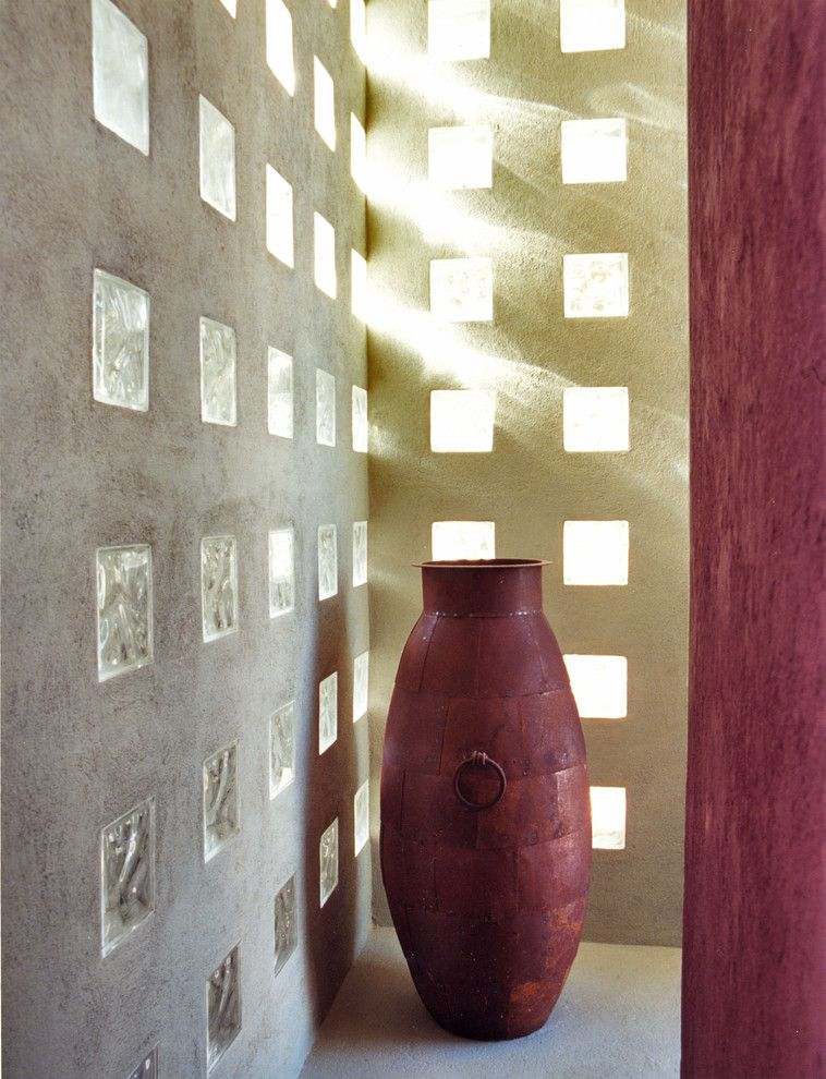 Декор стены вставками из стеклянных блоков