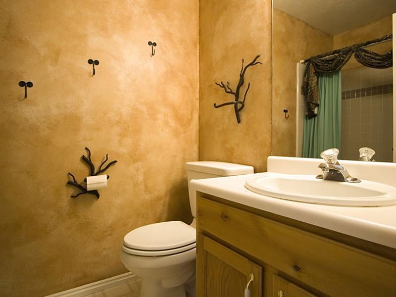 Отделка декоративной штукатуркой стен ванной