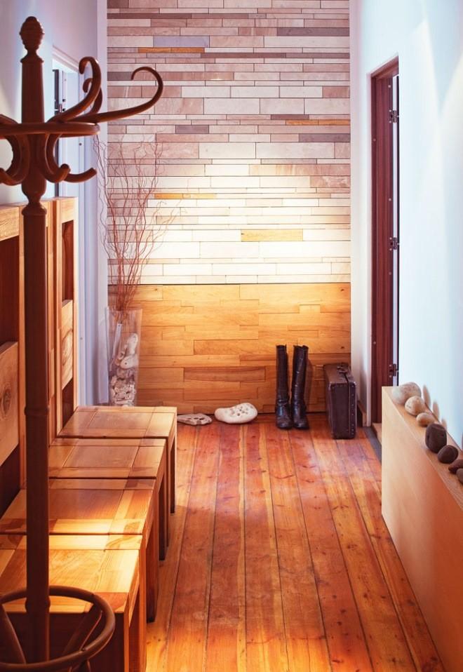 пол в коридоре из дерева