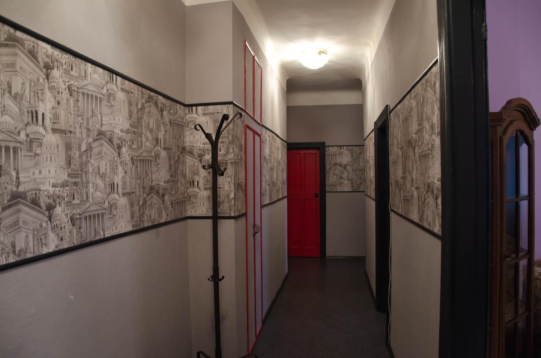 дизайн коридора с комбинированными обоями