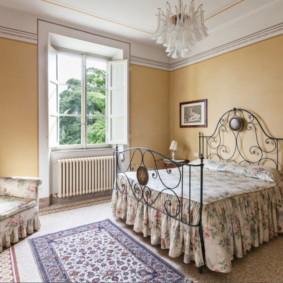 спальня 16 кв метров с обоями