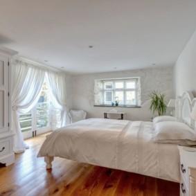 современная спальня в светлых тонах идеи интерьера