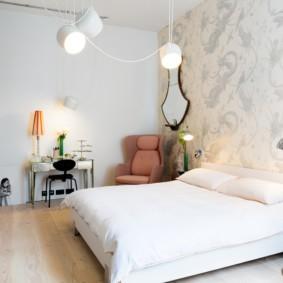 современная спальня в светлых тонах фото интерьера