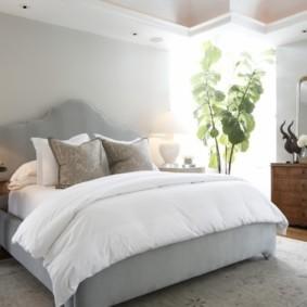 современная спальня в светлых тонах интерьер фото