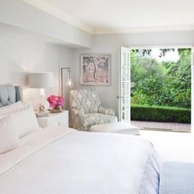 современная спальня в светлых тонах идеи фото