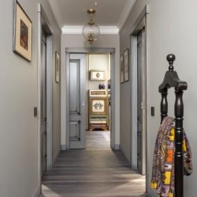 длинный узкий коридор в квартире декор идеи