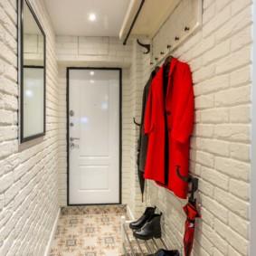 узкий коридор в квартире декор фото
